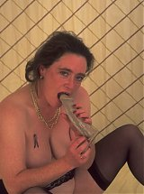 Mature lady showing off her cunt